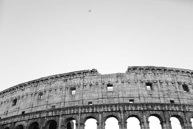 Фасадні Колізей над небо з птиці в небі — стокове фото