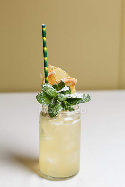 Close-up view of glass with fresh cold summer cocktail decorated with mint leaves and straw — Stock Photo