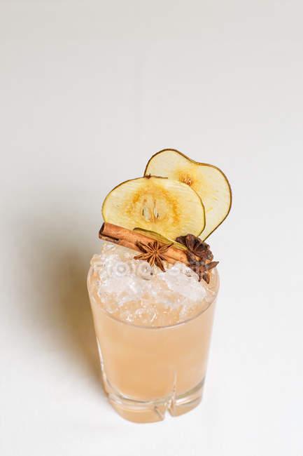 Закри зору скло з свіжий літніх холодний коктейль — стокове фото