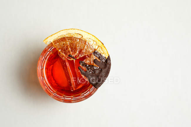 Top view of cocktail with slice of dried lemon — Stock Photo