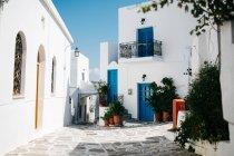 Мальовничим видом архітектури на вулиці Парос, Егейське море, Кіклади, Греція — стокове фото