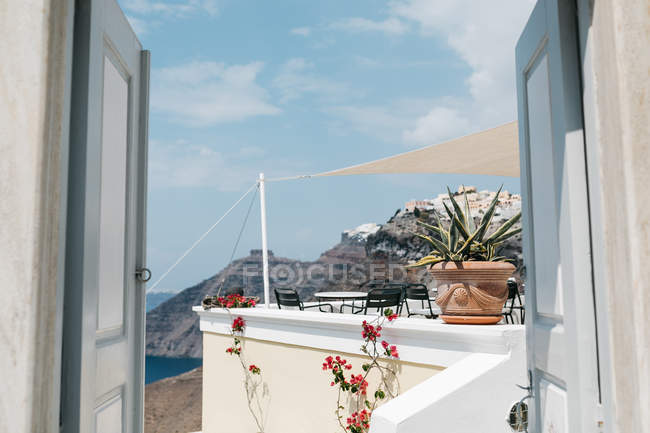 Scenic view of hotel in majestic Santorini, South Aegean, Thira, Santorini, Greece — Stock Photo