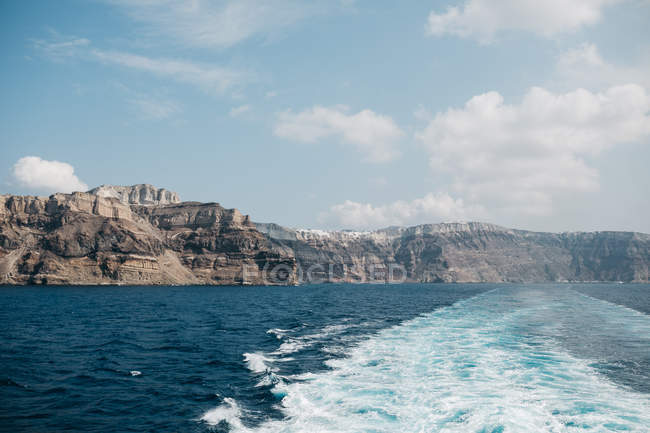 Scenic view of sea and mountains in majestic Santorini, South Aegean, Thira, Santorini, Greece — Stock Photo