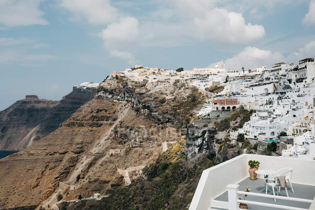 Scenic view of hotel and town in majestic Santorini, South Aegean, Thira, Santorini, Greece — Stock Photo