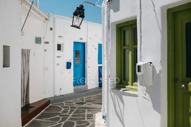 Vue panoramique sur la belle architecture à Paros, en mer Egée, Cyclades, Grèce — Photo de stock