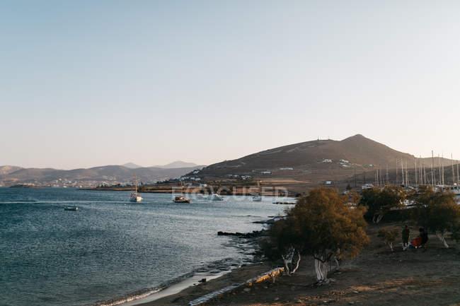 Vue panoramique sur le paysage majestueux à Paros, en mer Egée, Cyclades, Grèce — Photo de stock
