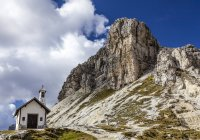 Mountain chapel in the Sextener Dolomites, South Tyrol, Italy — Stock Photo