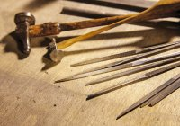 Tools of a goldsmith on wooden surface — Stock Photo