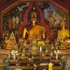 Buddhafigur in Tempel, Wat Phra Doi Suthep, Chig Mai, Thailand - foto de stock
