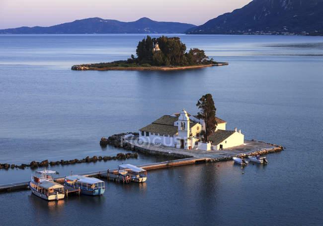 Building on pier over water Greek Islands, Corfu — Stock Photo