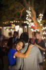 Couple hugging at party — Stockfoto
