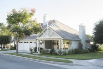 Sunny house and yard during daytime — Stock Photo