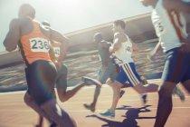 Runners racing on track — Stock Photo
