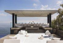 Cabana mit Blick auf Meer während des Tages — Stockfoto