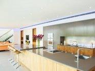Arbeitsplatte in der modernen Küche — Stockfoto