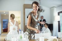 Woman setting table for party — Stockfoto