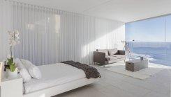 Moderne, Luxus home Schaufenster Schlafzimmer mit Meerblick — Stockfoto