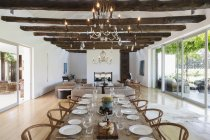 Chandelier over dining table in luxury house — Stock Photo