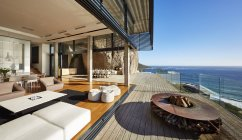 Luxury modern house  with fireplace on terrace — Stockfoto