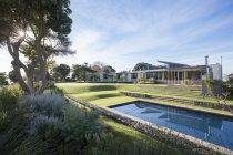 Luxury modern house, yard and swimming pool — Stock Photo