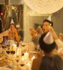Друзья, празднование на вечеринке — стоковое фото