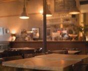 Stimmungsvoller Abend in leerem Café — Stockfoto