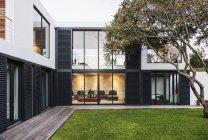 Modern, luxury home showcase exterior — Stock Photo