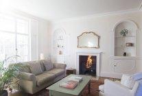 Élégante vitrine maison salon — Photo de stock