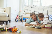 Father and son reading together — Stock Photo