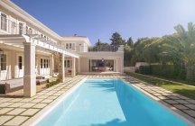 Lap swimming pool along luxury house — Stock Photo