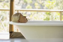 Woman relaxing in bathtub — Stock Photo