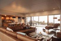 Home vetrina interno soggiorno e sala da pranzo — Foto stock