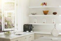 Главная Витрина кухня в помещении — стоковое фото
