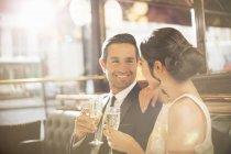 Пара бутылок шампанского в ресторане — стоковое фото
