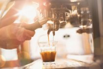 Close up hand of barista using espresso machine in cafe — Stock Photo