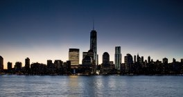 Skyline de la ciudad de Nueva York en la madrugada, Nueva York, Estados Unidos - foto de stock