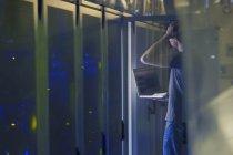 Server room technician with laptop — Stock Photo