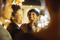 Mulheres rindo na festa — Fotografia de Stock