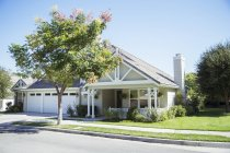 Sunny house and yard — Stock Photo