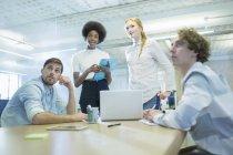 Встреча деловых людей в конференц-зале — стоковое фото