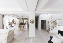 Apri piano piano in casa di lusso — Foto stock