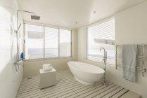 Minimalist, modern luxury home showcase bathroom with soaking tub and shower — Stock Photo
