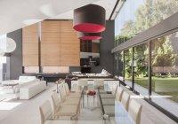 Moderno comedor y plan de piso abierto - foto de stock