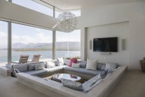 Modern luxury home showcase interior living room with ocean view — Stockfoto