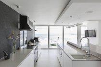 Moderne Luxus-Haus Vitrine Innenküche — Stockfoto