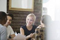 Reunião de empresários no escritório — Fotografia de Stock