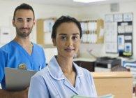 Two nurses standing in hospital hallway — Stock Photo