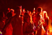 Couple dancing at music festival — Stock Photo