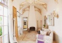 Luxus-Wohnzimmer drinnen tagsüber — Stockfoto