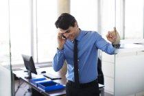 Бізнесмен чемпіонату з фрірану в офісі — стокове фото